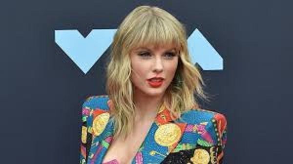 For fifth time, Taylor Swift breaks top-selling collection record